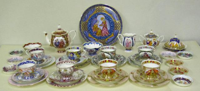 """Сервиз """"Русь Великая"""",  8 персон, 39 предметов. Костяной фарфор, форма ИФЗ."""